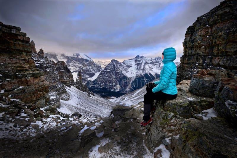 Urlopowa podróż w Kanadyjskich Skalistych górach zdjęcie stock