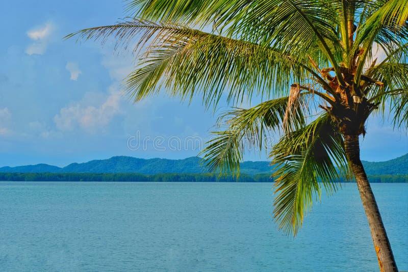 Urlopowego czasu pojęcie, Plażowy czas z dennym widokiem dalej zdjęcie stock