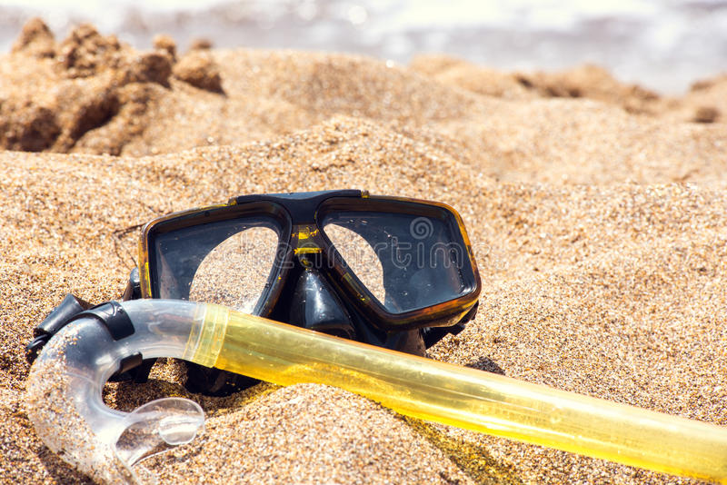 Urlopowy początku Tutaj pojęcie, akwalungu Nurkowy wyposażenie Na Białego morza piaska plaży fotografia royalty free