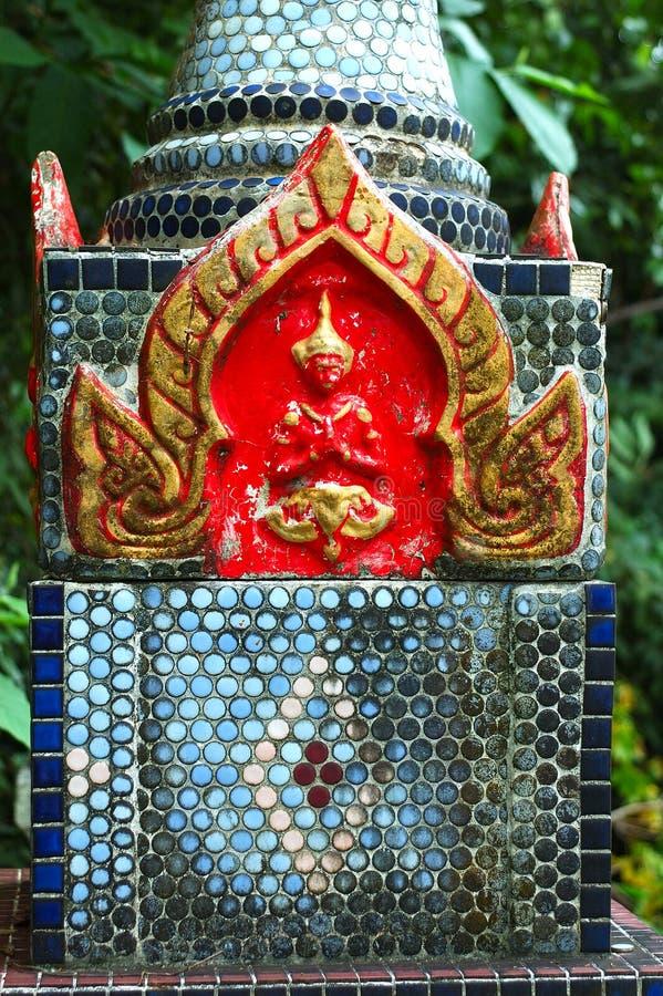 Urn budista no templo em Surat, Tailândia fotos de stock