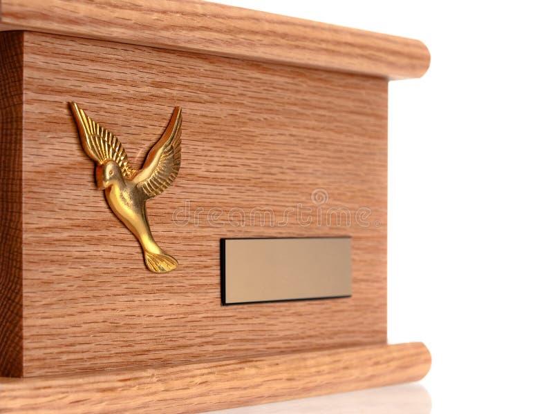 Urn da madeira do funeral foto de stock royalty free