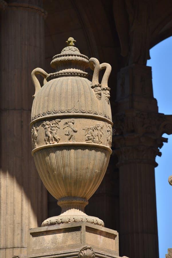 Urne vom Rundbau des Palastes von schönen Künsten stockbild