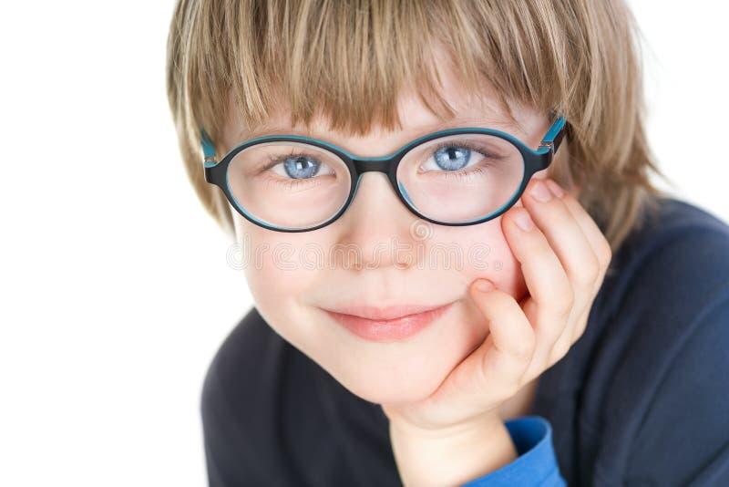 Urocza śliczna chłopiec z szkłami - portret zdjęcia stock