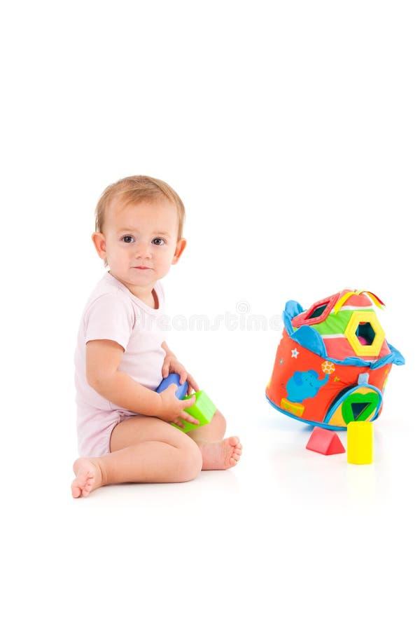 Urocza dziewczynka bawić się na podłoga obraz stock