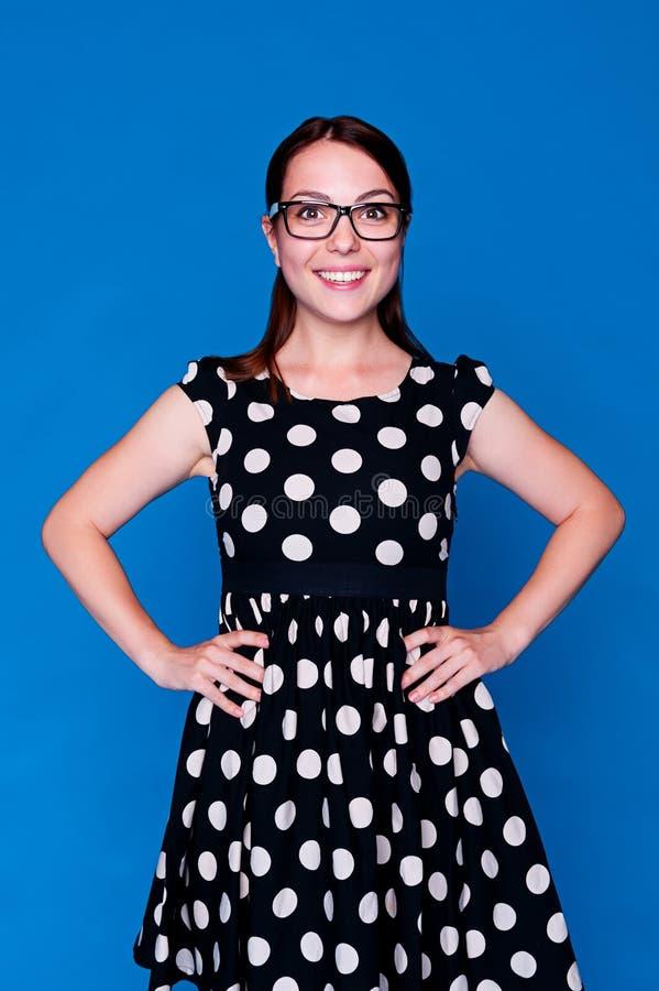 Urocza kobieta w polki kropki sukni zdjęcie stock