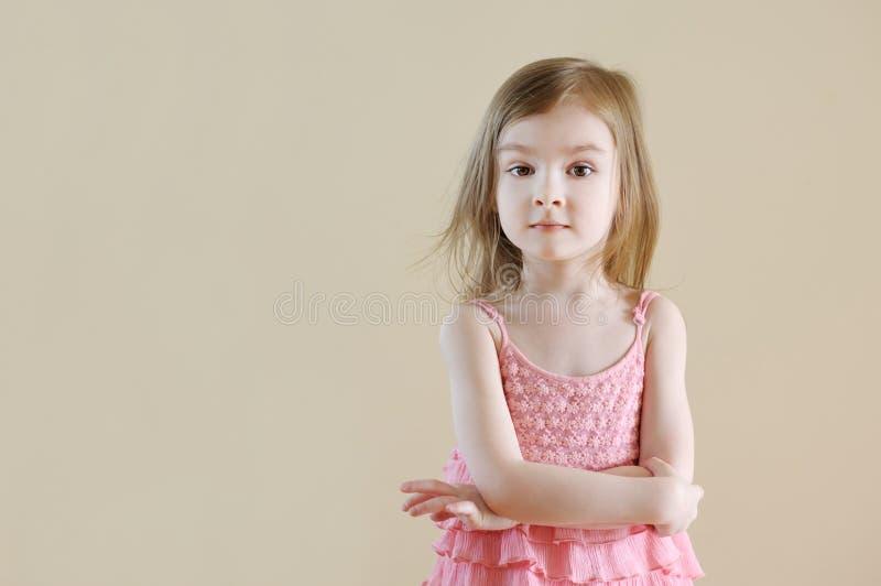 Urocza mała dziewczynka w domu zdjęcie stock