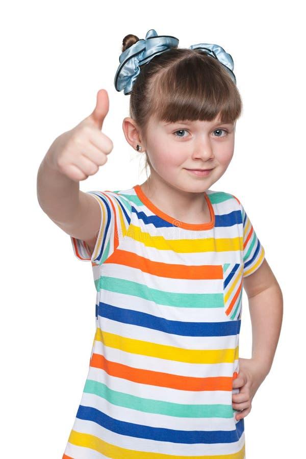 Download Urocza Mała Dziewczynka Trzyma Jej Aprobaty Zdjęcie Stock - Obraz złożonej z osoba, salowy: 41951486