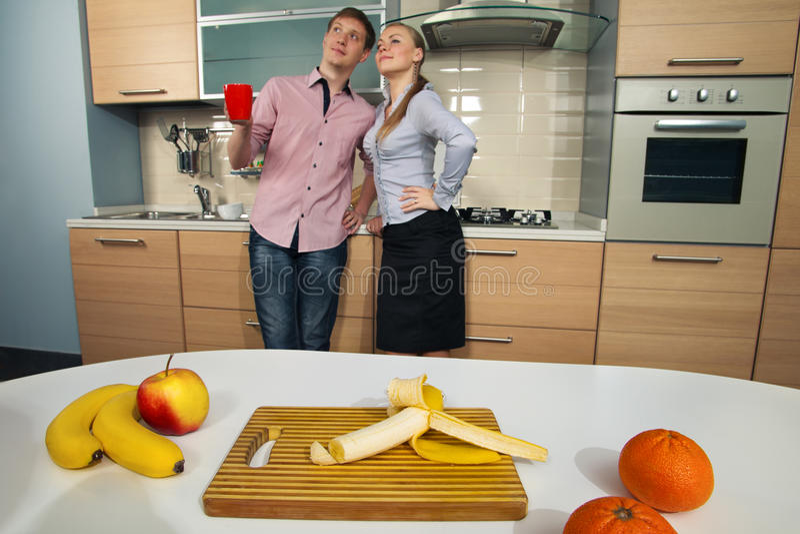 Urocza para na kuchni fotografia royalty free