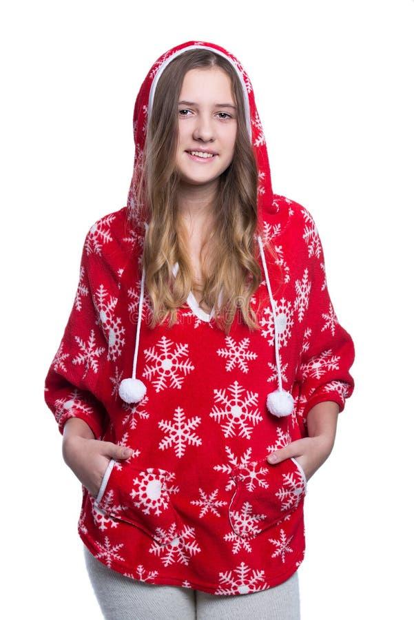 Urocza rozochocona nastoletnia dziewczyna pozuje w studiu Być ubranym czerwonego zimy hoodie z płatkami śniegu pojedynczy białe t obraz royalty free