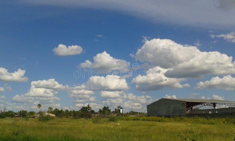 Urocze popkorn chmury obrazy royalty free