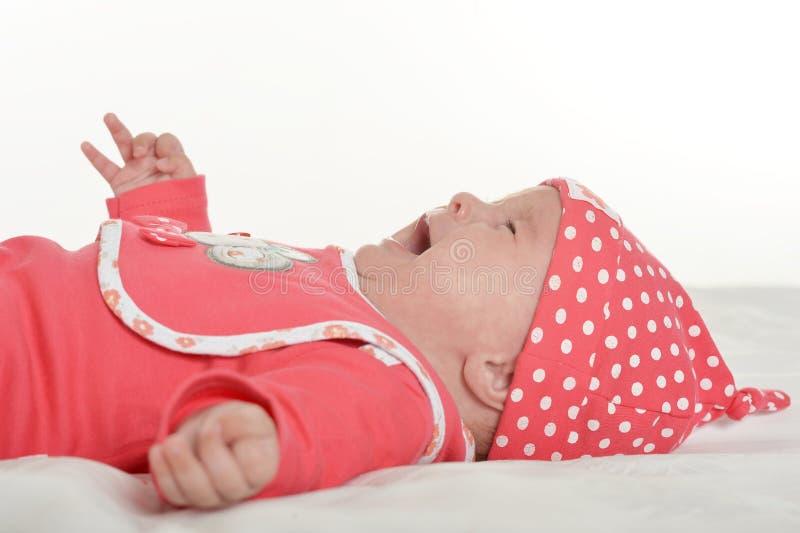 uroczej dziecka tła płaczu dziewczyny odosobniony biel zdjęcie stock