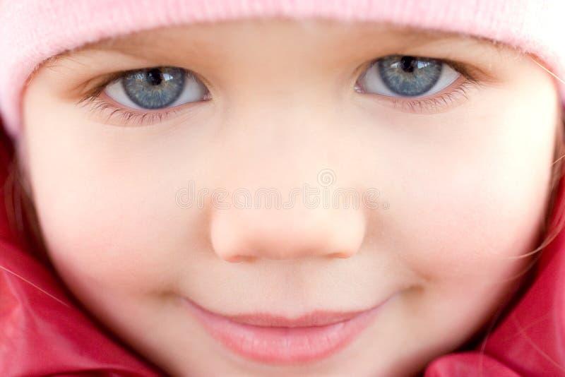 uroczej dziewczyny mały ja target1915_0_ zdjęcie royalty free