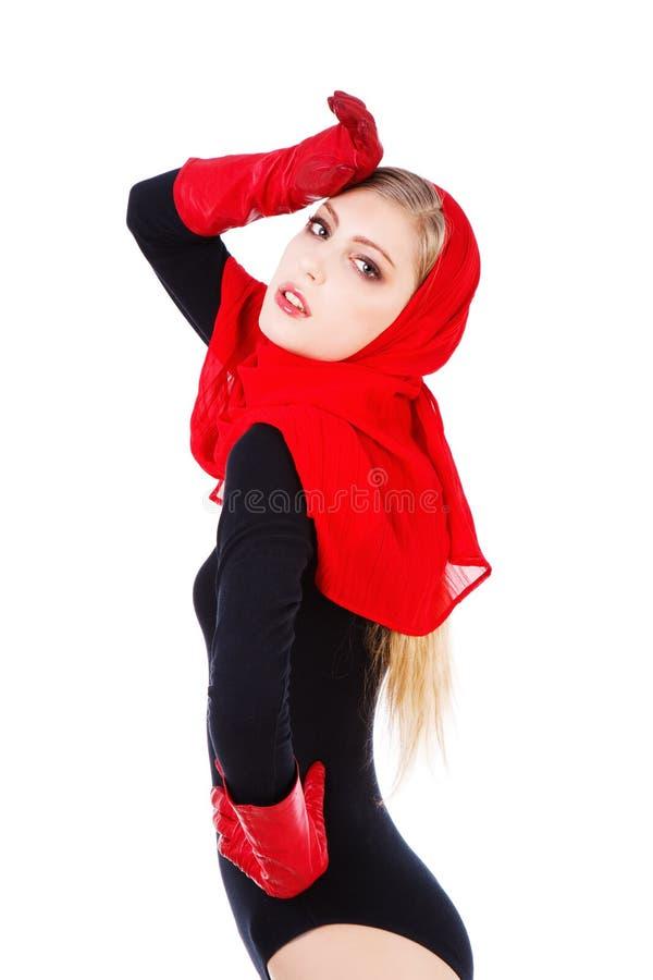 uroczej pięknej dziewczyny czerwoni szalika potomstwa zdjęcie stock