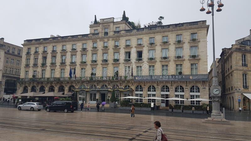 Uroczyści Hotelowi bordowie France zdjęcia royalty free