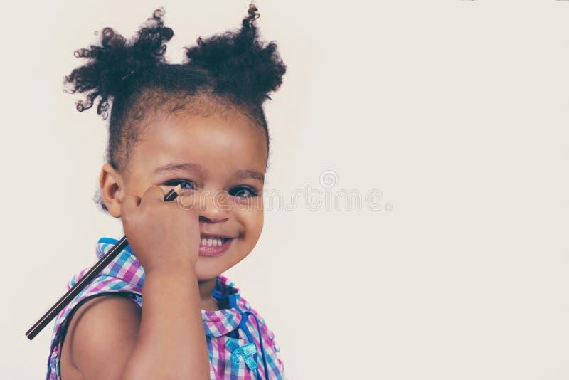 Uroczy afrykański dziecko z kędzierzawym włosy obraz stock