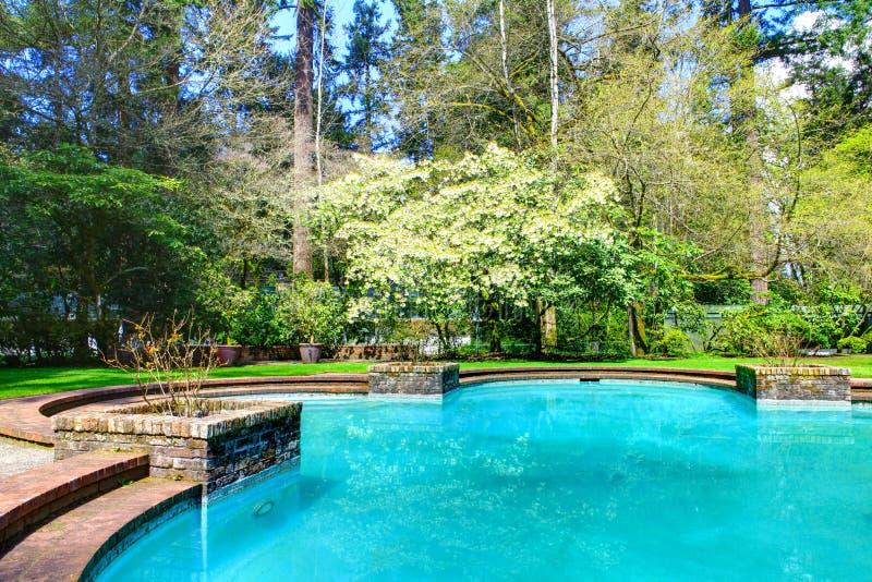 Uroczy basen w ogródzie W Lakewood ogródzie fotografia stock