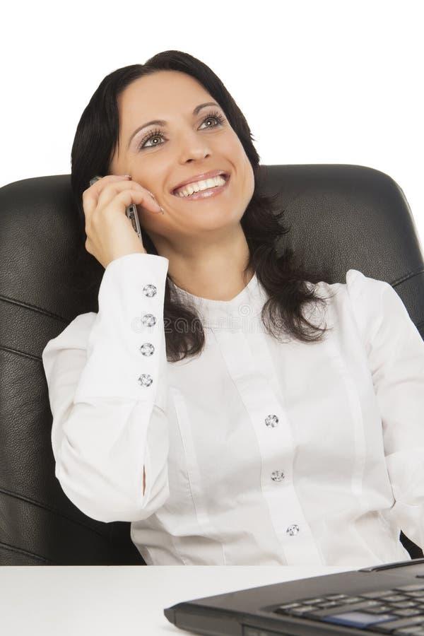 Uroczy bizneswoman target544_0_ biel z laptopem zdjęcie stock