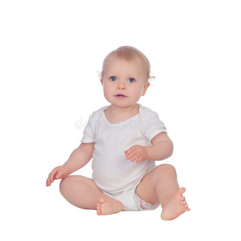 Uroczy blond dziecka obsiadanie na podłoga obrazy stock