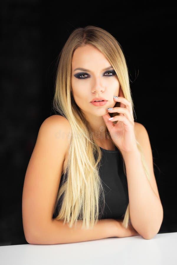 uroczy blondynka portret zdjęcie royalty free