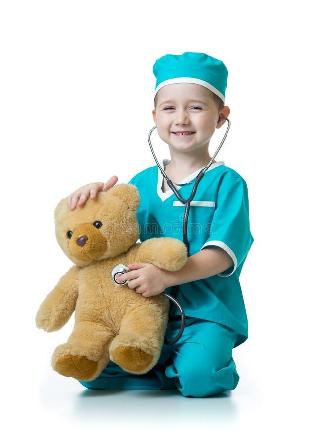Uroczy dziecko z ubraniami odizolowywającymi na bielu lekarka obraz royalty free
