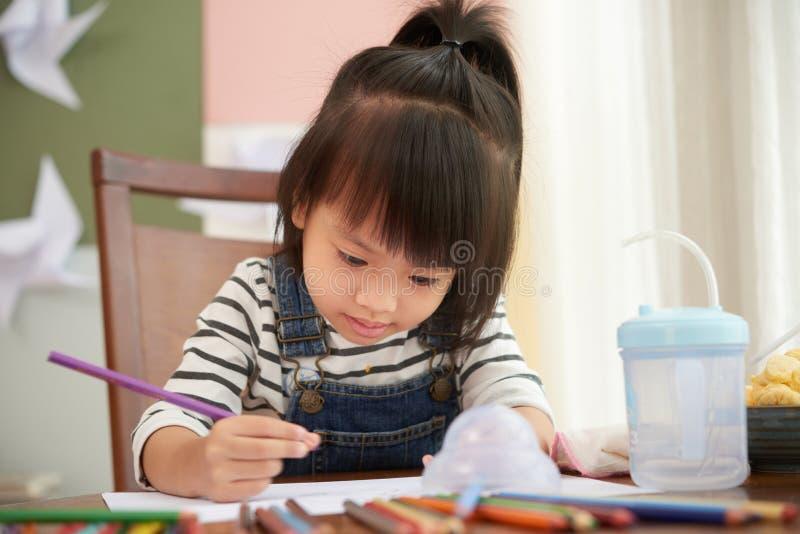 Uroczy etniczny dziewczyna rysunek na papierze obraz royalty free