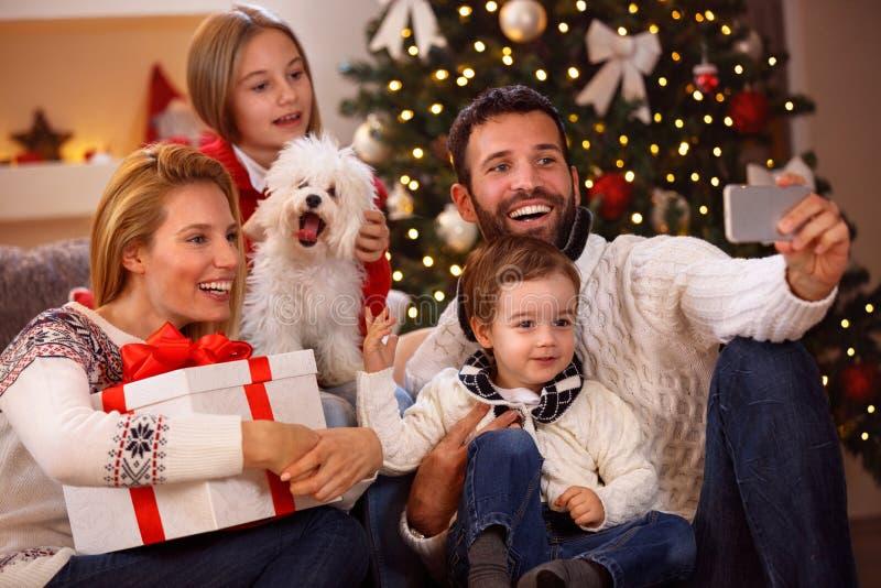 Uroczy rodzinny bierze selfie obrazy royalty free