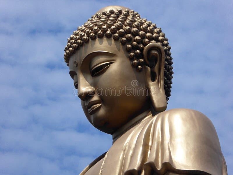 Uroczysta Buddha statua przy Lingshan obrazy stock