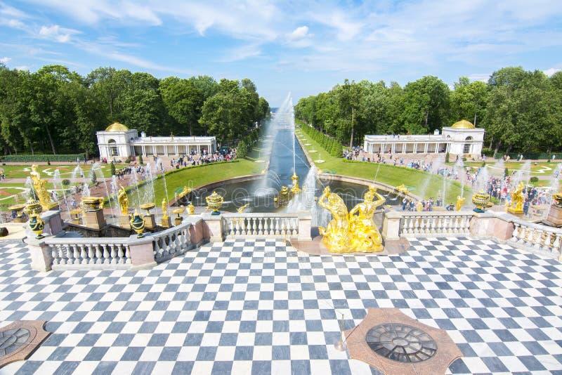 Uroczysta kaskada Peterhof Samson i pałac fontanna, święty Petersburg, Rosja fotografia stock