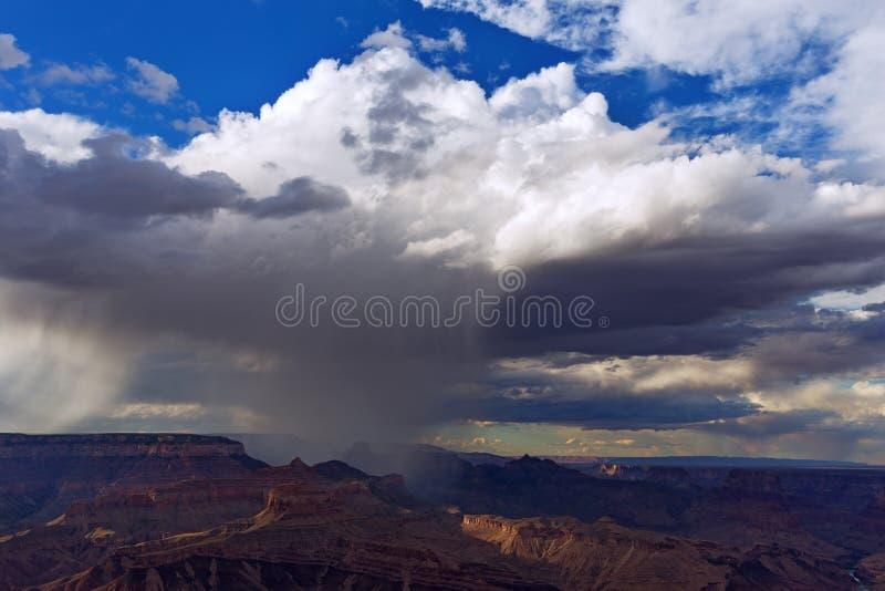 Uroczystego jaru podeszczowa prysznic fotografia stock