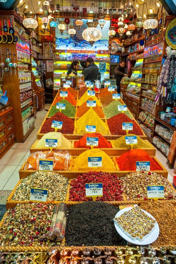 Uroczysty bazar robi zakupy w Istanbuł. fotografia stock