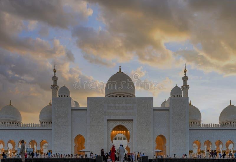 Uroczysty meczet w Abu Dhabi, UAE zdjęcia stock