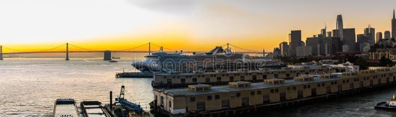 Uroczysty Princess statek wycieczkowy dokujÄ…cy przy San Francisco rejsu portem fotografia stock