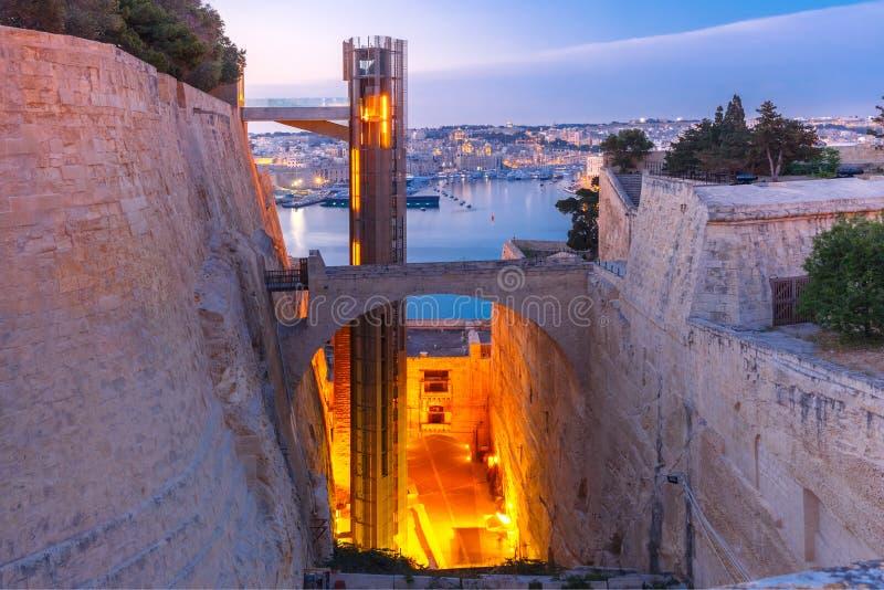 Uroczysty schronienie i Barrakka dźwignięcie w Valletta, Malta zdjęcie royalty free