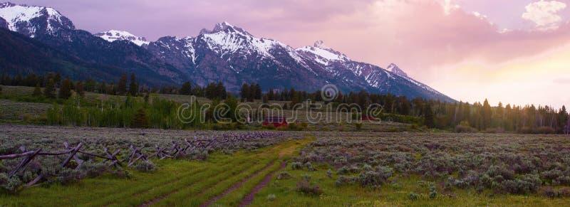 Uroczysty Tetons wschód słońca fotografia stock