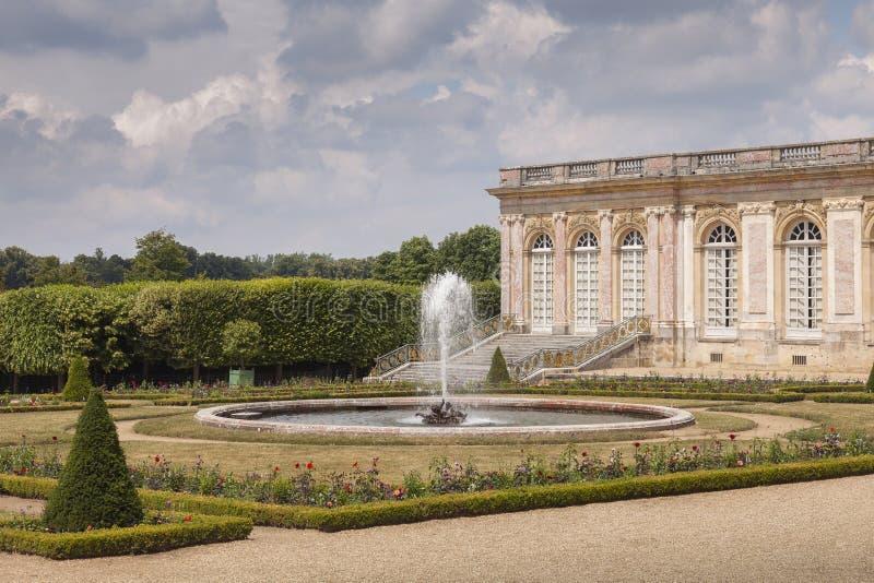 Uroczysty Trianon w parku Versailles obraz stock
