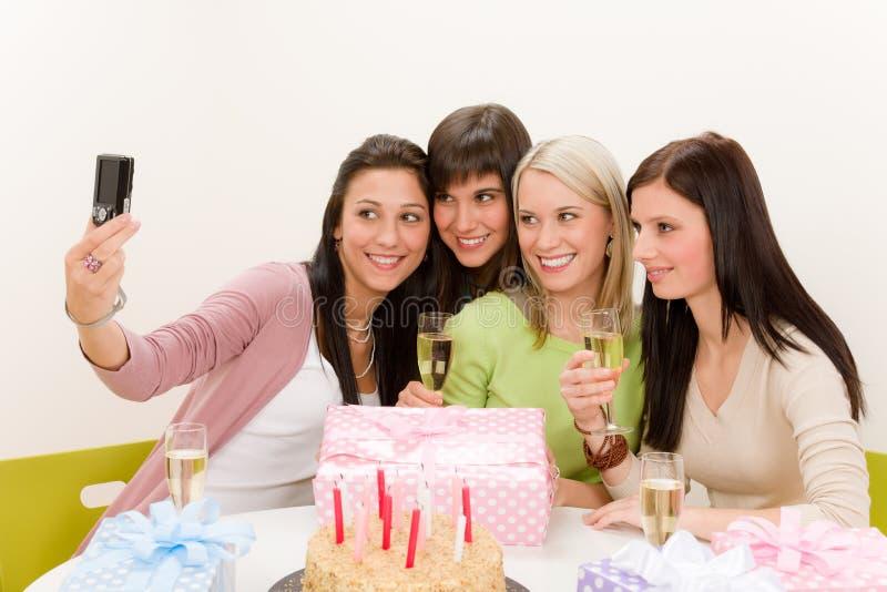 urodzinowa kamery przyjęcia fotografia bierze kobiety zdjęcie stock