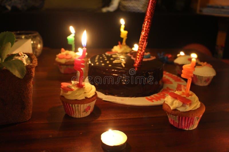 Urodzinowy świętowanie w nocy zdjęcia royalty free