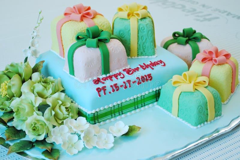 Urodzinowy tort dla specjalny jeden obraz stock
