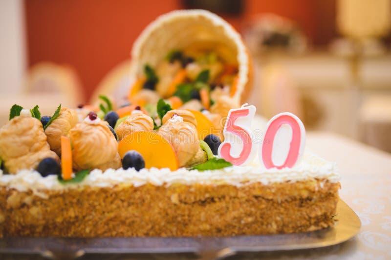urodzinowy tort fiftieth zdjęcie stock