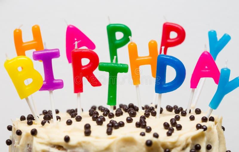 Urodzinowy tort na bielu zdjęcia royalty free