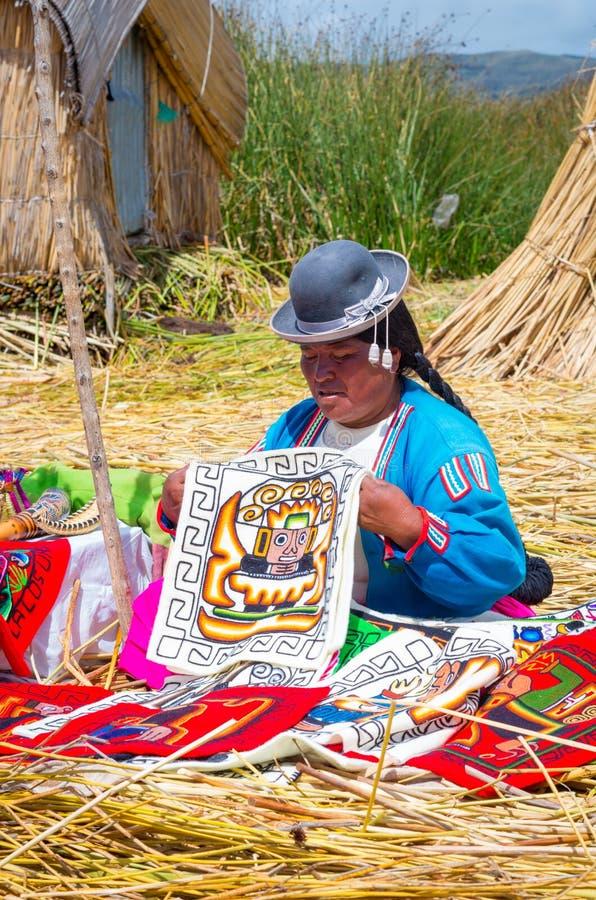 Uros海岛的当地人的喀喀湖的 秘鲁 免版税库存图片