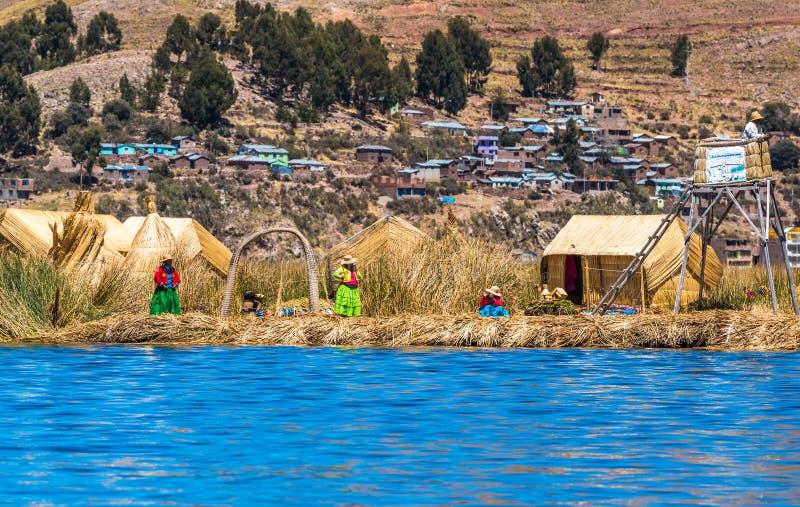 Uros som svävar öar av sjön Titicaca, Peru, Sydamerika royaltyfria foton