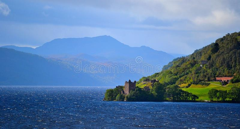 Urquhart kasztel od Loch Ness fotografia stock