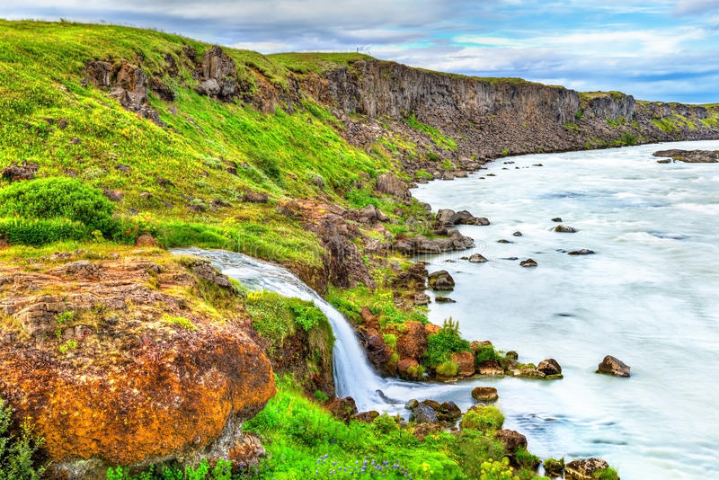 Urridafoss, il più grande dalla cascata di portata in Islanda fotografie stock