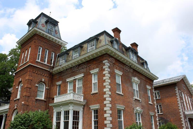 Ursnygg arkitektur och landskap jordning, Oneida Community Mansion House, Oneida New York, 2018 fotografering för bildbyråer