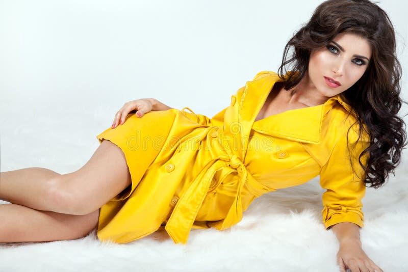 ursnygg brunett royaltyfri fotografi