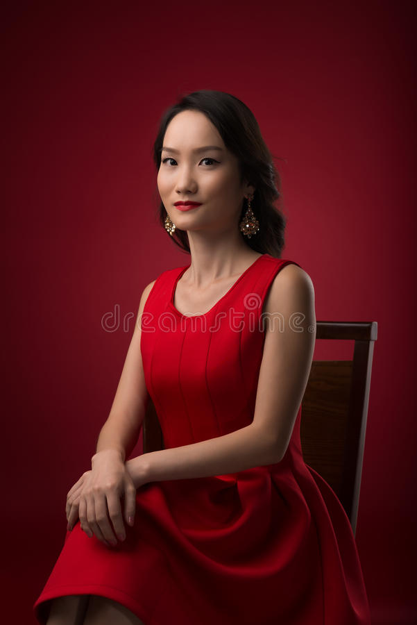 Ursnygg kinesisk kvinna royaltyfri foto