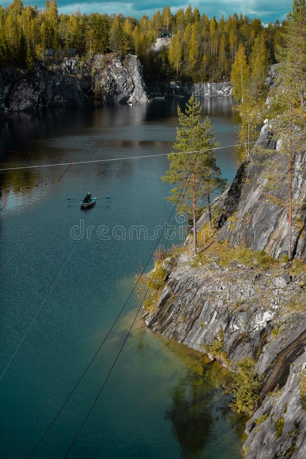 Ursnygg sikt av sjön royaltyfri bild