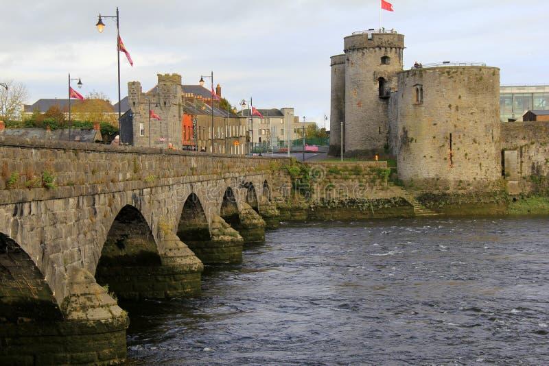 Ursnygg sikt av slotten för konung Johns, 13th århundradeslott på konungs ö, limerick, Irland, nedgång, 2014 royaltyfria foton