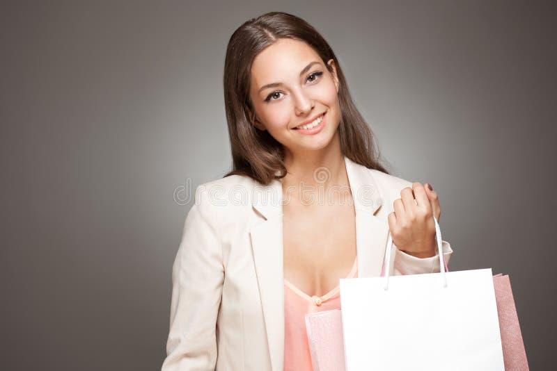 Ursnygg trendig ung shoppare. fotografering för bildbyråer